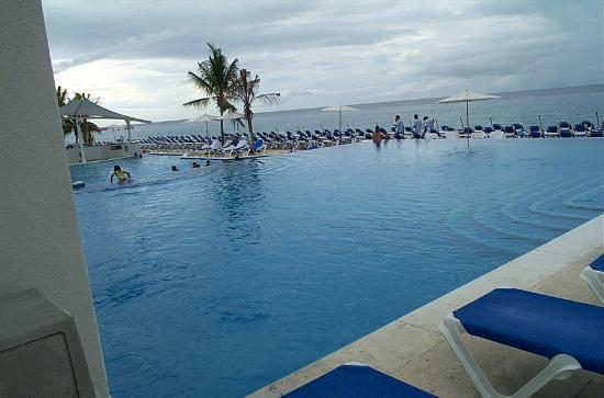 Cozumel Palace: Pool area