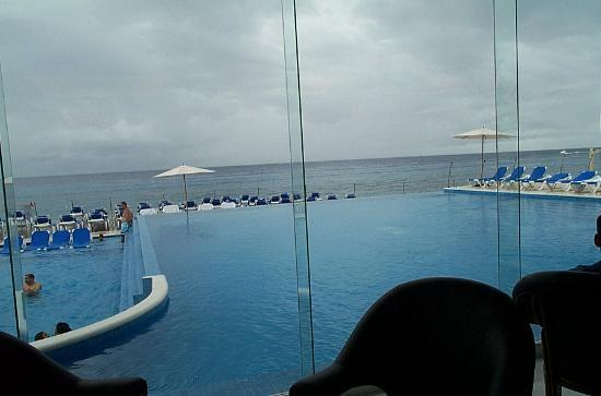 Cozumel Palace: Pool and deck area