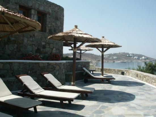 Mykonos Grand Hotel & Resort: Second layer of loungers, below the pool