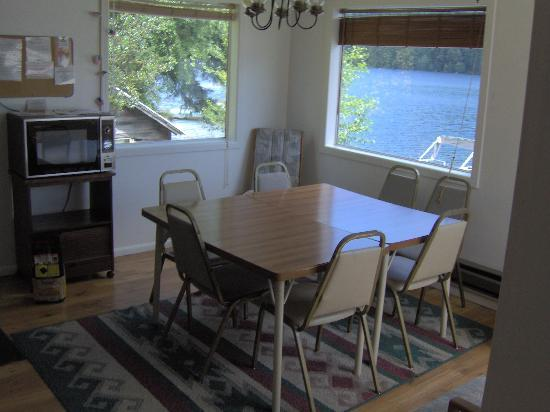 Mineral Lake Resort: Bunkhouse Kitchen