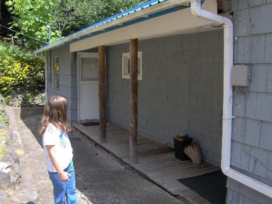 Mineral Lake Resort: Bunkhouse back porch