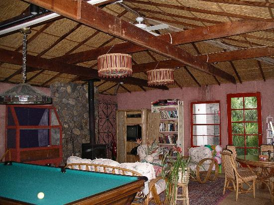 Chien Blanc Bungalows: Common Room
