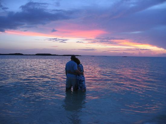 Paradise Cove Beach Resort : gorgeous sunset over the ocean!