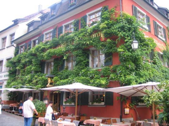 Weinstube Lowen : Hotel Loewen front