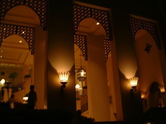 Four Seasons Resort Sharm El Sheikh : Outdoor bar by night