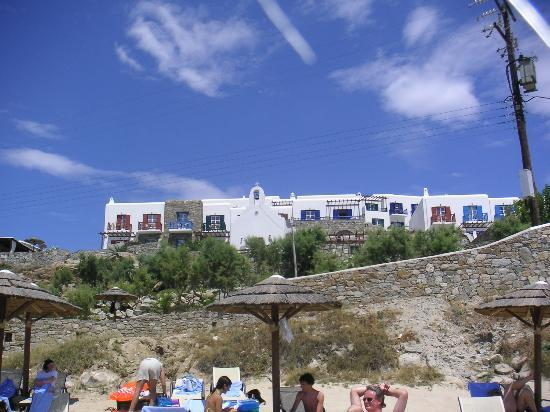 Mykonos Grand Hotel & Resort: Looking Up at Mykonos Grand From Beach