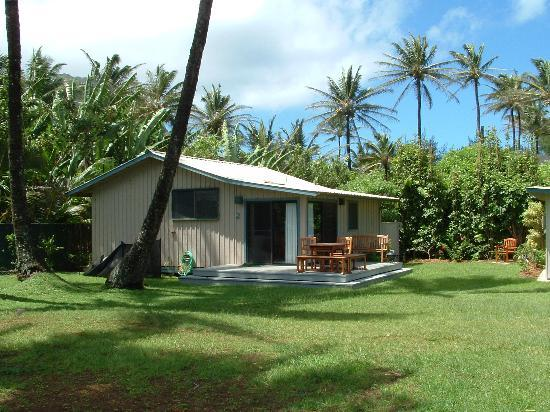 Hale Makai Cottages: Cottage just across from ours