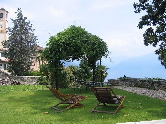 Hotel Villa Margherita: Lounge chairs ready for dreaming