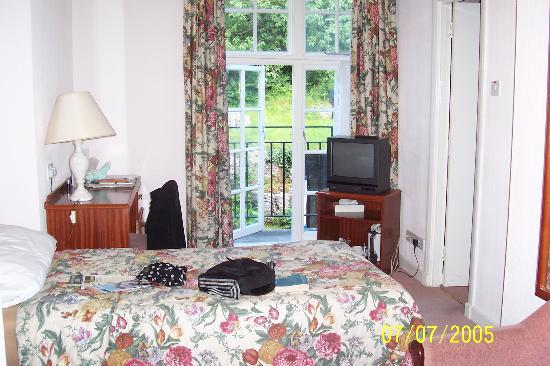 Grange-over-Sands, UK : Typical hotel room