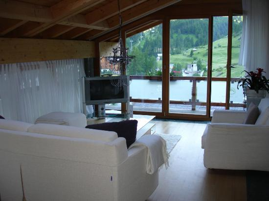 Coeur des Alpes: Family room of suite