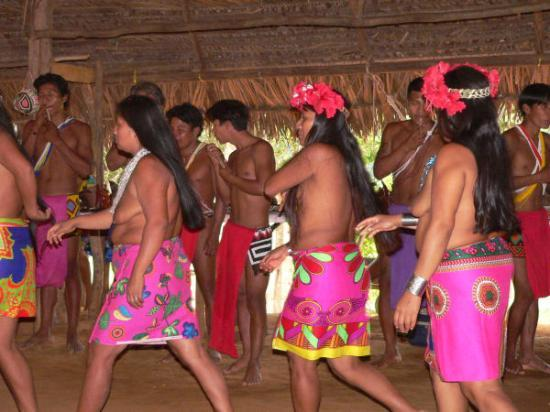 Radisson Decapolis Hotel Panama City: Embera dancers