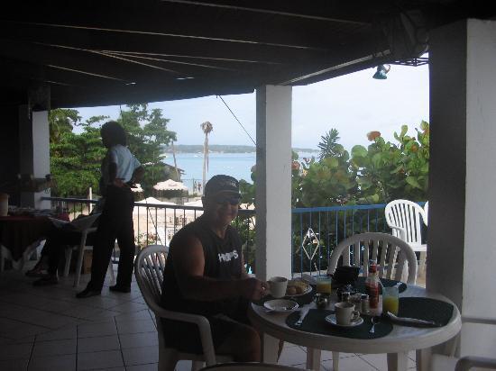 نيجريل تري هاوس ريزورت: Breakfast til 11:00 - With a View