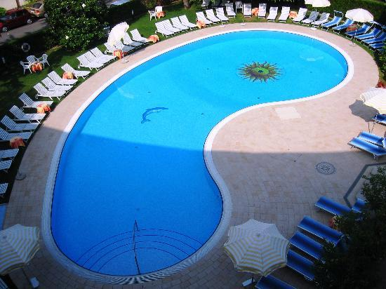 Hotel Continental: View of swimming pool