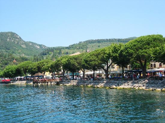 Hotel Continental: View of Lake front at Garda