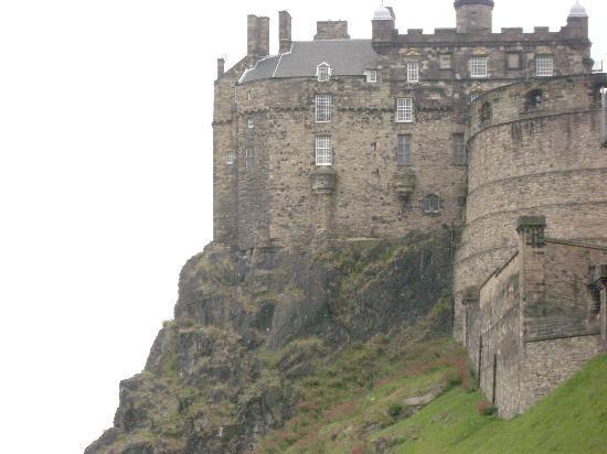 Apartment By Castle: Right next to Edinburgh Castle