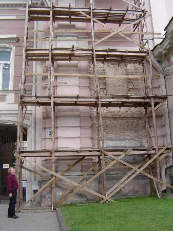 Best Eastern City Gate: Does this scaffolding look safe to you