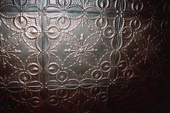 Calumet and Arizona Guest House: Pressed tin ceiling.