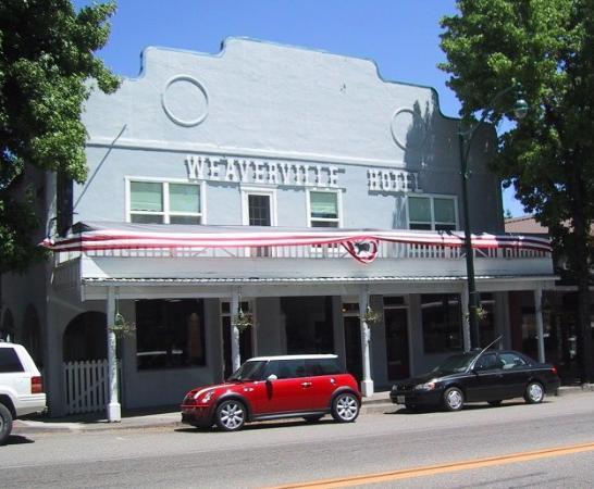 Weaverville Hotel & Emporium: Weaverville Hotel on Main Street