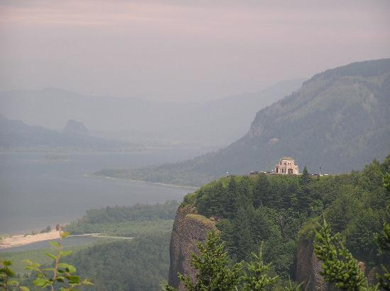 ‪بست ويسترن بلس كاسكايد إن آند سويتس: Crown Point, from Chanticleer Point, along the Historic Columbia River Hwy‬