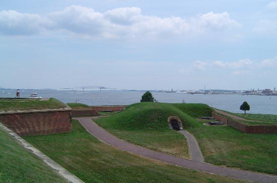 Fort McHenry National Monument : Cannons Guarding the Front Door