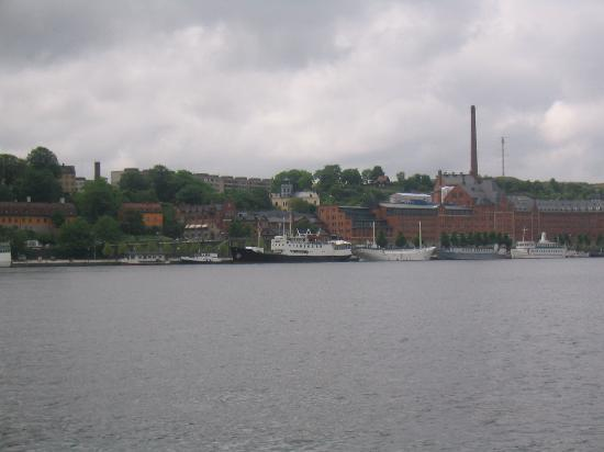 Loginn Hotel: The boat (black hull, white top, in the center of the picture)