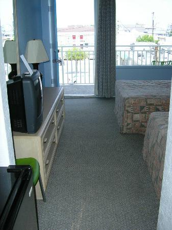 تروبيكانا موتل: My Room at the Tropicana Motel in Wildwood 2005