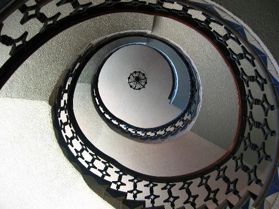 Hotel Maria Cristina: Spiral Stair Case in the Hotel