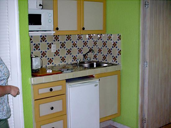 Solymar Cancun Beach Resort: Everything worked fine, fridge was cold.