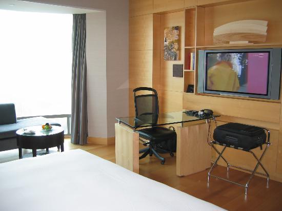 Hilton Kuala Lumpur: Standard room (2)