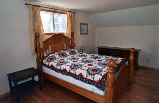 Cobtree Vacation Rental Homes Resort: Queen Size Bedroom view 2