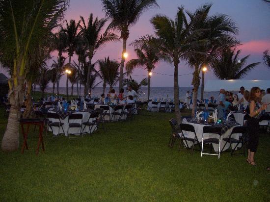 Club Med Cancun Yucatan : Beachside BBQ dinner