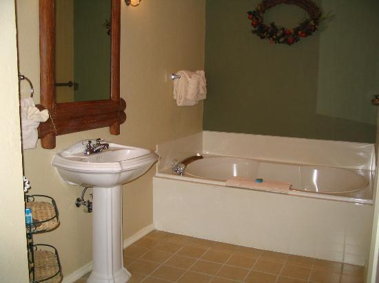 Wyndham Branson at The Meadows: Master bath