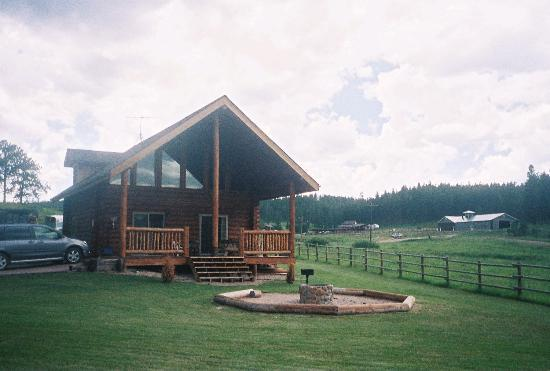 High Country Guest Ranch: Front of cabin with bonfire pit