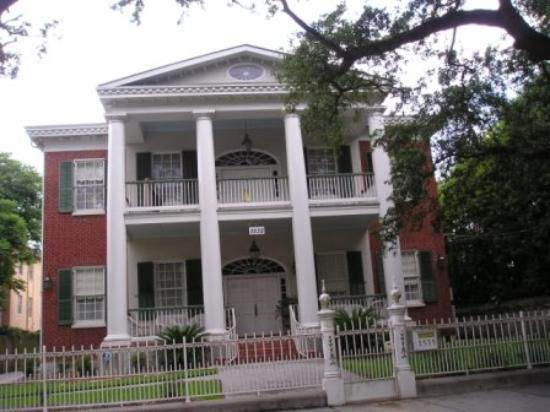 Hubbard Mansion: The Mansion