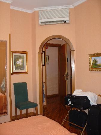 Hotel Concordia: Our Room