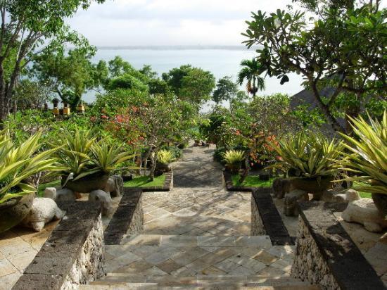 Four Seasons Resort Bali at Jimbaran Bay: Four Seasons Jimbaran - View from the lobby down to the Bay