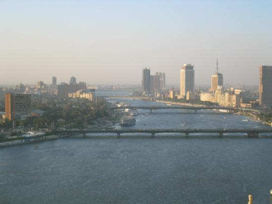 Four Seasons Hotel Cairo at Nile Plaza: View to the roght from 20th floor