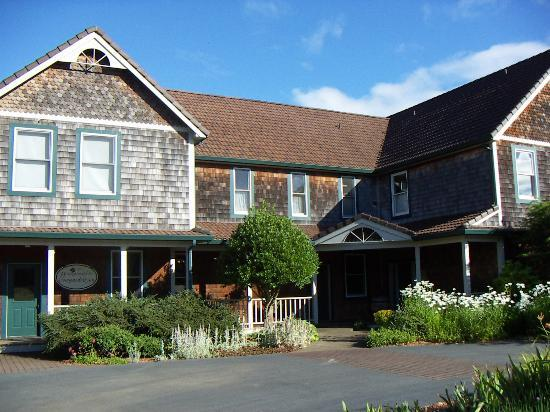 Youngberg Hill Vineyards & Inn: Front Entrance