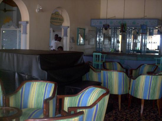Runaway Bay Heart Hotel: piano room from bar