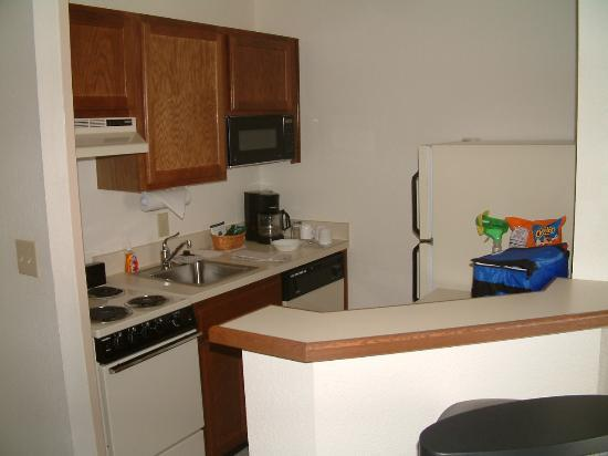 TownePlace Suites Savannah Midtown: Kitchen Area