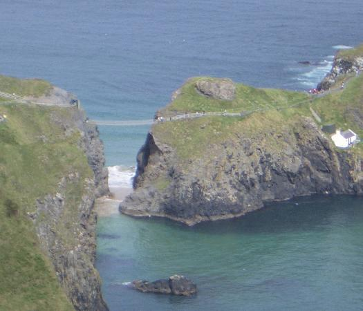 Ballintoy, UK: Here is a picture of Carrick-A-Rede Rope Bridge