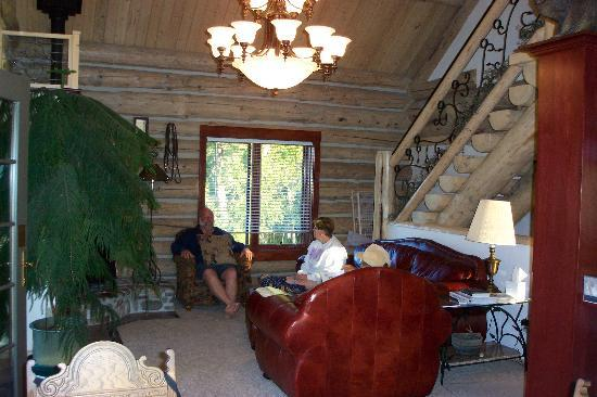 Rye Creek Lodge: Our living room.