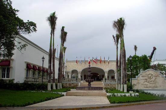 The Royal Playa del Carmen: Front entrance of resort