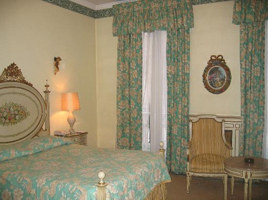 Hotel Avenida Palace: Room with double beds