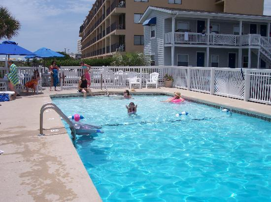 Carolina Beach, Carolina del Norte: Swimming in the pool.