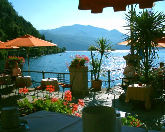 Hotel Cannero lakeside dining