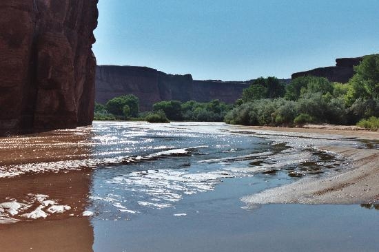 Canyon de Chelly National Monument: Reflections off the water