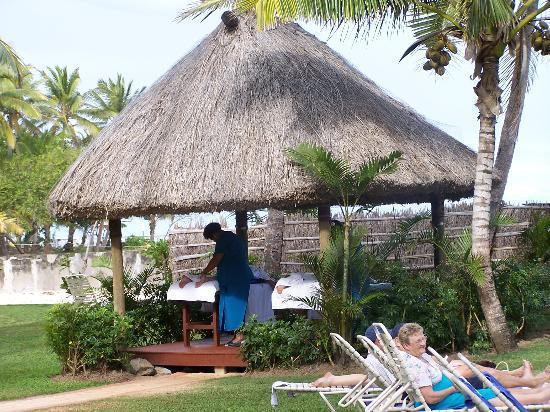 Outrigger Fiji Beach Resort: Massages by the Ocean