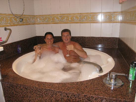 Vera Playa Club Hotel: Bath tub