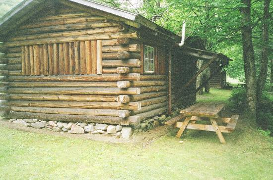Rustic Log Cabins: outside of cabin
